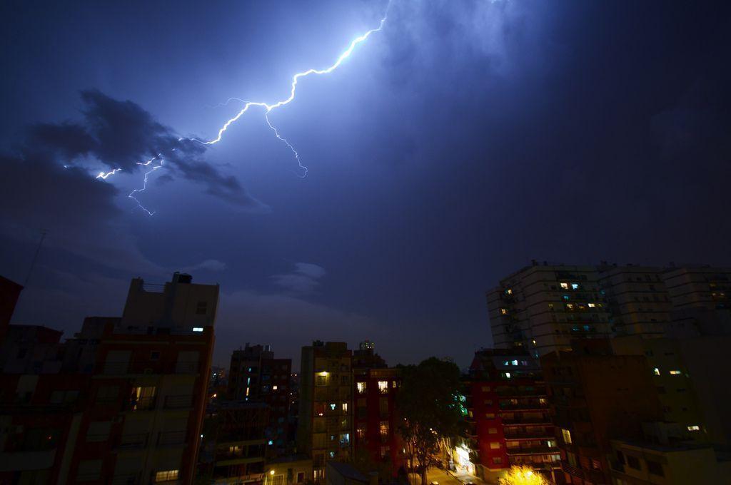 Aprenda a prevenir averías por tormentas eléctricas con Electricistas Madrid