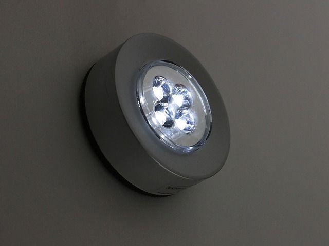 Electricistas Madrid le muestra cómo instalar tiras LED fácil y rápidamente