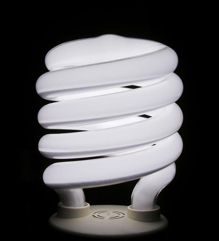 Arregle los fluorescentes de su casa con Electricistas Madrid